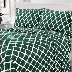 ⭐️SALE⭐️King 4pc Emerald Arabesque Bedsheets